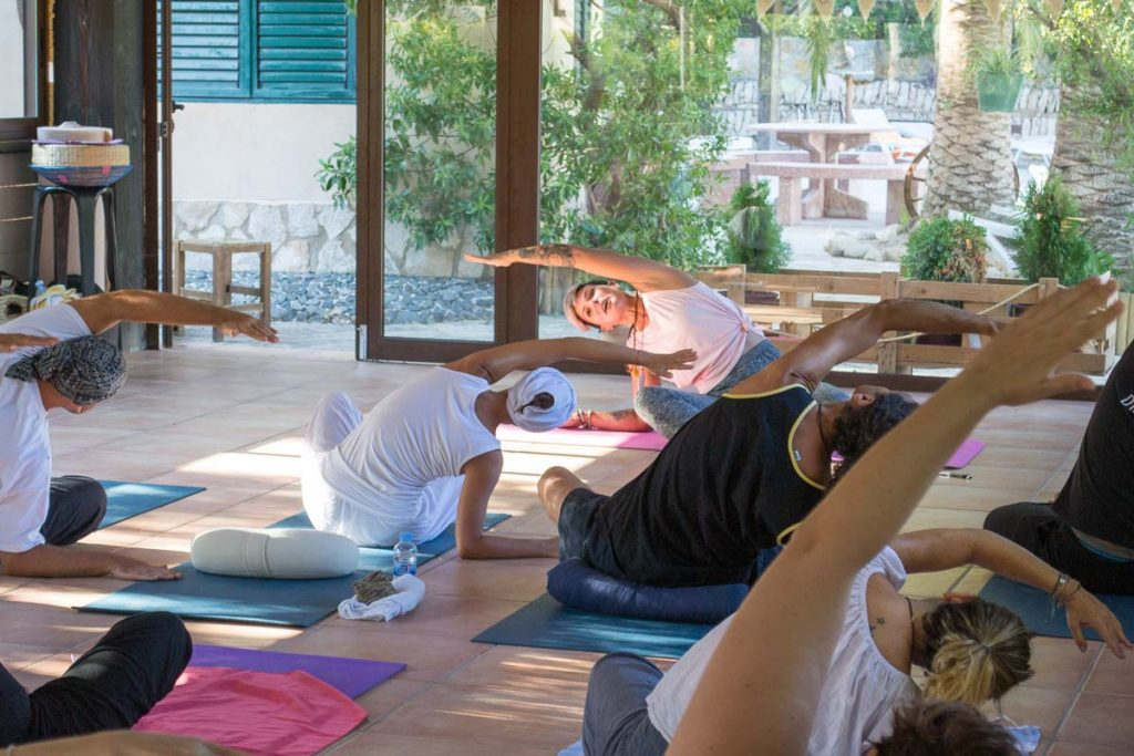 Formation de professeur de yoga - https://beyoguievent.com/yoga-teacher-training-spain/